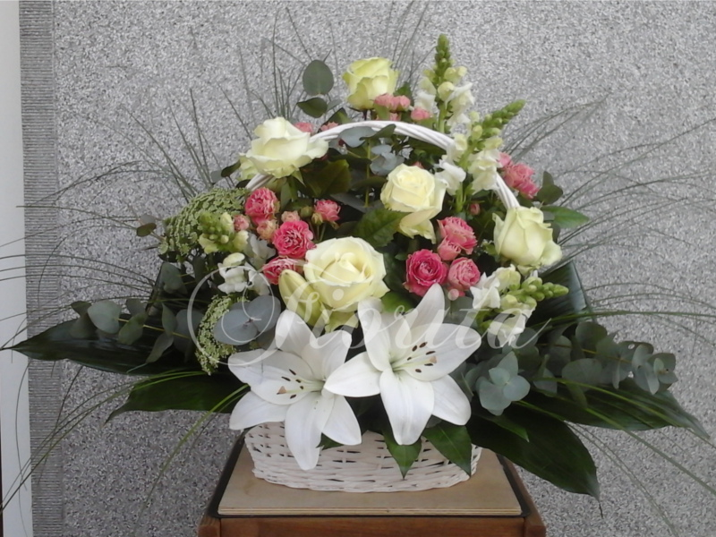 kvetinarstvi-praha-ruze-trsove-ruze-hledik-lilie-ammi-rozvoz-po-praze