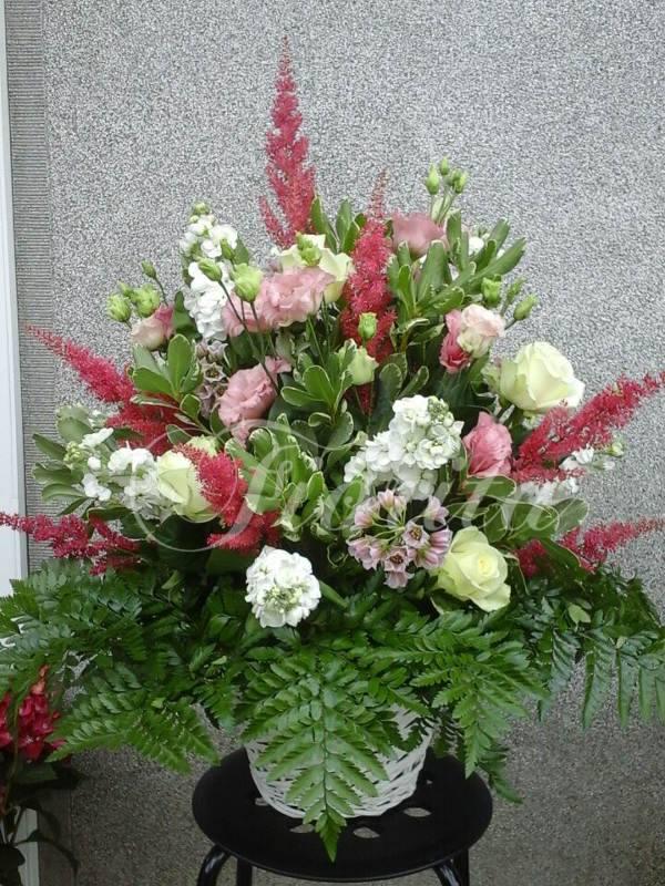 kvetiny-praha-kvetinovy-kos-cechrava-fiala-medvedi-cesnek-eustomy