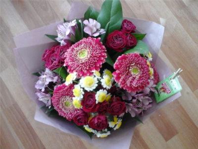 kvetiny-praha-kytice-k-promoci-gerbery-chryzantemy-alstroemerie-trsove-ruze