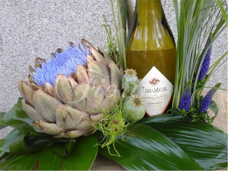 kvetiny-praha-kvetinova-vyzdoba-lahve-vina-scabiosa-hlavac-artycok-strelicie-2