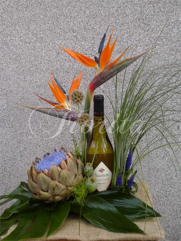 kvetiny-praha-kvetinova-vyzdoba-lahve-vina-scabiosa-hlavac-artycok-strelicie