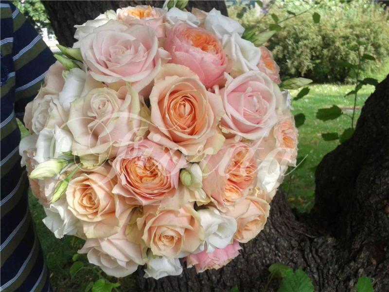 kvetiny-praha-svatebni-kytice-ruze-eustomy-anglicke-ruze-2