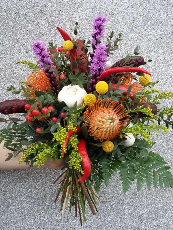 kvetinarstvi-praha-klobasova-kytice-trezalka-siskarda-paprika-nutan-1