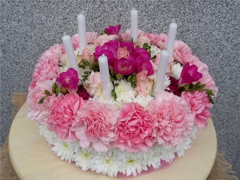 kvetinarstvi-praha-kvetinovy-dort-frezie-alstroemerie-karafiaty-ruze-chryzantemy-1