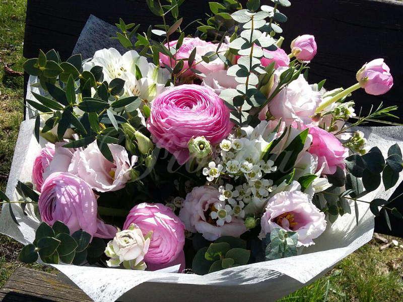 kvetiny-praha-jarni-kytice-pryskyrniky-eustomy-alstroemerie-chamelaucium