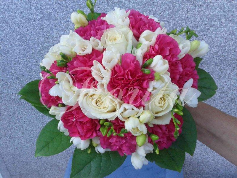 svatebni-kytice-kytice-nevesty-ruze-karafiat-frezie-2