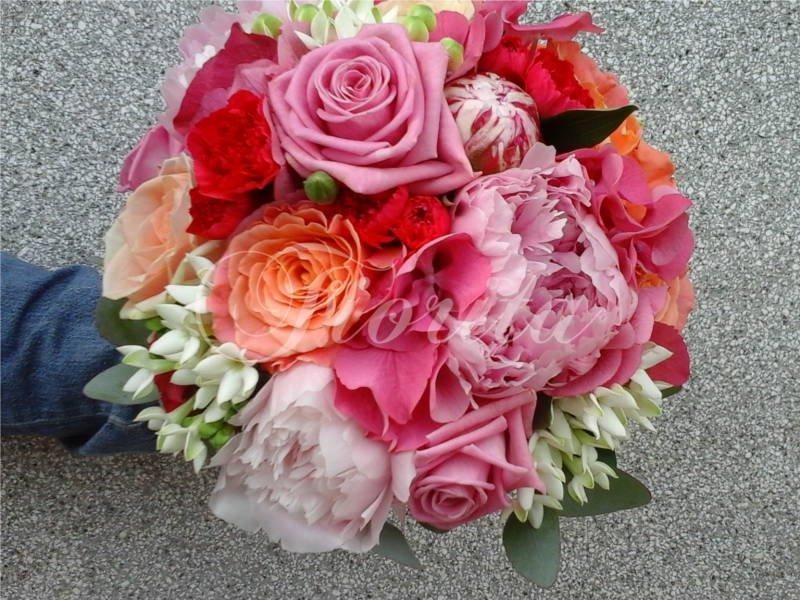 kvetiny-praha-svatebni-kytice-hortenzie-ruze-bouvardie-pivonky-karafiaty-1