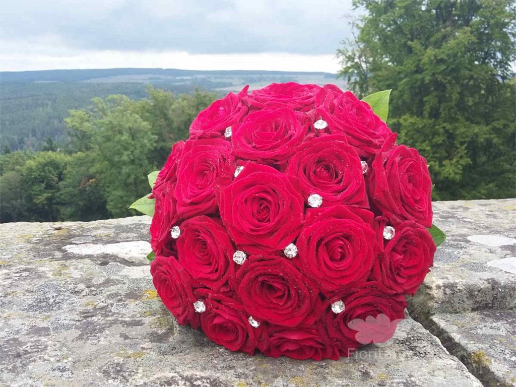 svatebni-kytice-cevene-ruze-brides-bouquet-svadebnyi-buket-1
