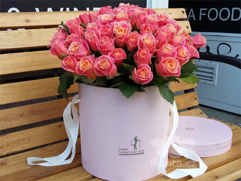 Růže v krabici, Roses in a hat box, Розы в шляпной коробке