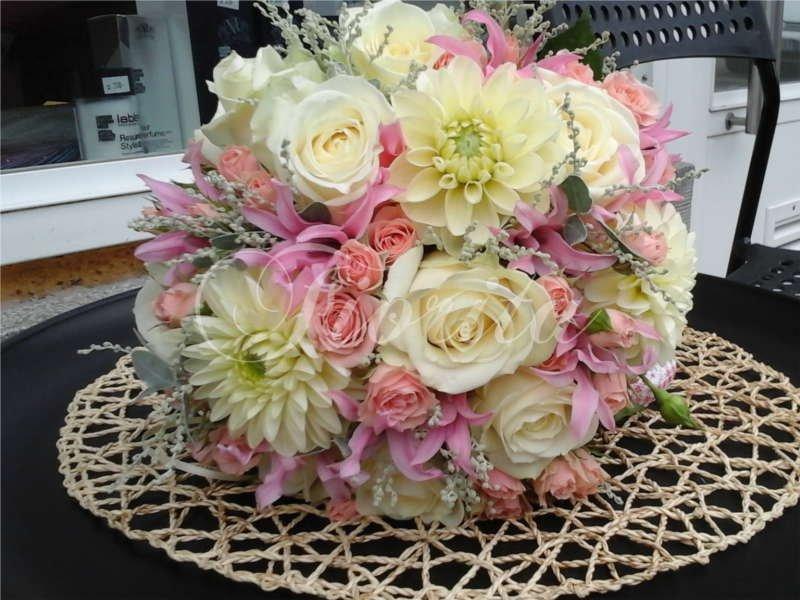 svatebni-floristika-praha-kytice-nevesty-ruze-nerine-jiriny-mimoza-5