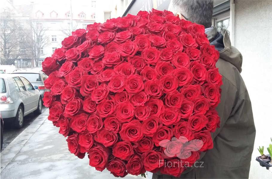 101-cervenych-ruzi-101-red-roses-101-krasnych-roz