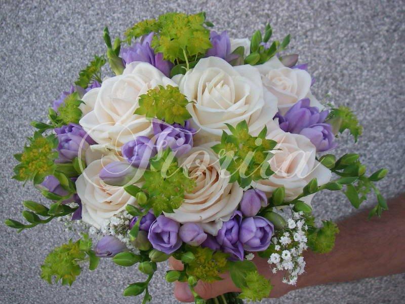 svatebni-kytice-ruze-frezie-nevestin-zavoj