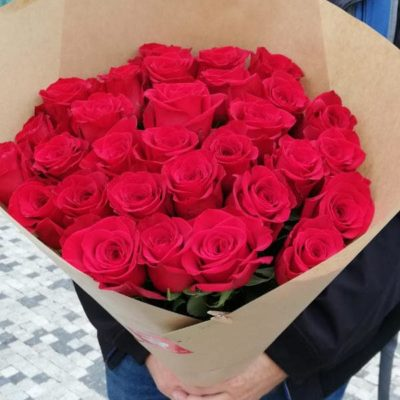 30 long red roses