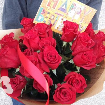 25 short red roses