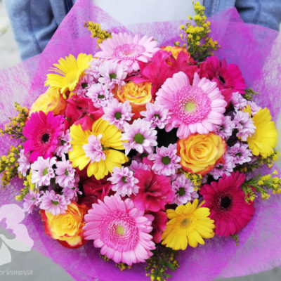 A bright gift bouquet