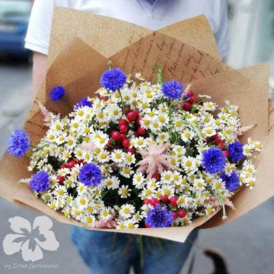 Meadow bouquet with cornflowers L11
