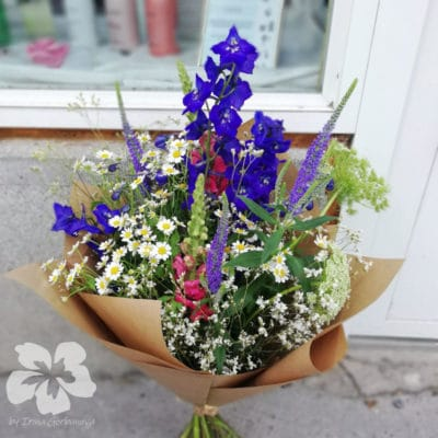 Meadow bouquet with larkspurs L09