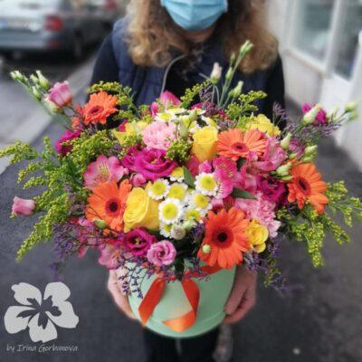 Pestrá květinová krabice