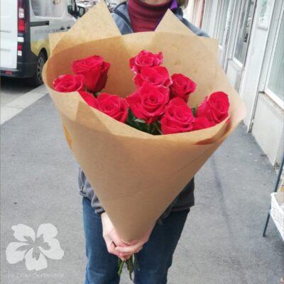11 dlouhých červených růží