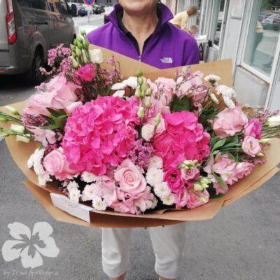 Růžová kytice s hortenziemi